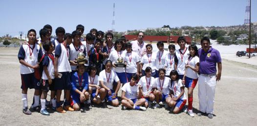 Secundarias 13 y Morelos de La Paz, campeones de la décimo tercera edición de la Copa Coca Cola de futbol.