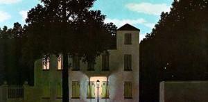 Uno de los más sobresalientes en esta exposición, titulado El imperio de las luces, muestra un paisaje muy simple de la campiña francesa. Una casa con su farol encendido y un cielo celeste con algunas nubes.