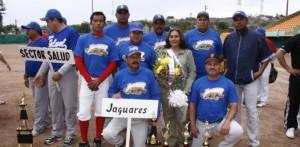 Los Jaguares fueron sorprendidos por los Tiburones en el béisbol de la Liga Burocrática.