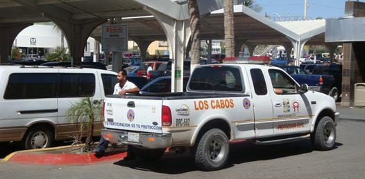 En plena zona prohibida los prepotentes empleados de protección civil en Cabo San Lucas, se estacionan como si fueran propietarios de la calle en vez de poner el ejemplo ante la ciudadanía.