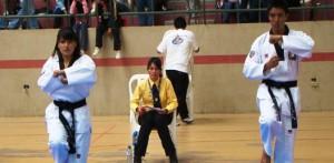 Brisa y Daniel Liera, seleccionados de tae kwon do que saldrán a competir a la Olimpiada Nacional.