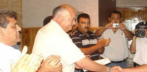 Por desaseos en el ejercicio del  gasto público en la administración del ex alcalde Victor Manuel Castro Cosío, la Auditoría Superior de la Federación sancionó al Ayuntamiento de La Paz, con dos millones setecientos mil pesos