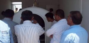 La cámara hiperbárica deberá estar en servicio en 15 dias más, para auxiliar en caso necesario a los buzos por descompresión.