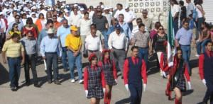 Correspondió al sindicato de burócratas encabezar el desfile del primero de mayo, encabezados por el alcalde, José Manuel Murillo Peralta y el líder, Julio César Alvarado Terán (Enrique Montaño).