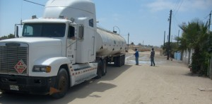 Se espera que la Delegacion Municipal de Gobierno, envie la pipa con agua salada a regar las calles.