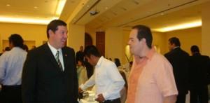 El licenciado Rommel Fiol Manríquez, Delegado de INFONAVIT y el vicepresidente de Canacintra Edgar Solís.