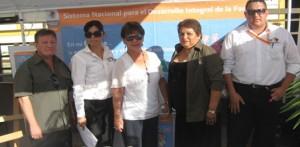 """Personal del DIF instaló un módulo de información en la """"2da. Feria Turística y Cultural Mulegé 2010"""". (Enrique Montaño)."""