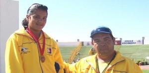 María A. Fiol Gavarain de Miraflores obtuvo medalla de bronce en 150 metros planos n los III Juegos Deportivos Nacionales de Nivel Primaria que se realizan en Zacatecas. la estudiante fue premiada por su maestro Jesús Ojeda Castro.