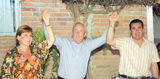 Rosa Delia Cota, René Núñez Cosío, a diestra y siniestra del líder moral del FDS, ex Gobernador de BCS y ex presidente Nacional del PRD, Leonel Cota Montaño, van por la legalidad.