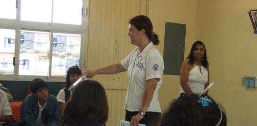 Visitando_las_escuelas_marginadas