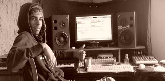 Los artistas estelares de la noche son Dj ESD (Eclectic Sound Disorder) quien a su corta edad -21 años- es parte de una de las disqueras más importantes en producción de trance nacional; King Records. Es originario de la ciudad de Guadalajara Jalisco.