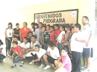 """Ayer inicio oficialmente el programa federal """"Escuela siempre abierta"""", en la Escuela Secundaria Técnica 16 y 19 de Cabo San Lucas, por lo que invitan a los jóvenes y niños para que asistan (Lupita Gómez)"""