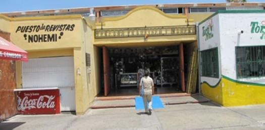 "El tradicional mercado municipal, ""Francisco I. Madero"" luce cada vez más solo sin clientela."