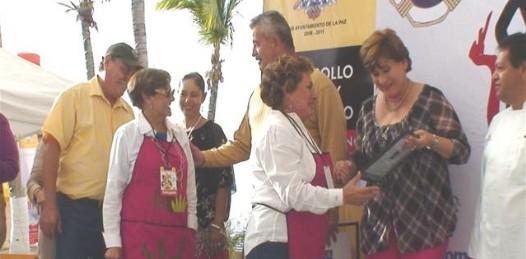 Haciendo a un lado el beneficio social y temiendo más al costo político, la presidenta municipal de La Paz, Rosa Delia Cota Montaño dio marcha atrás a su propuesta y decisión de la Junta de Gobierno del OOMSAPALP para cobrar a las instituciones federales y estatales el consumo real de agua.