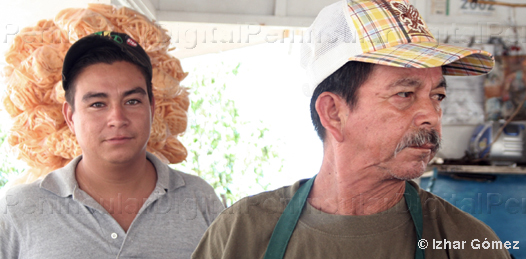 Instalados ya, lograron convertirse en los cocos más famosos de la ciudad, refrescando las gargantas de los asoleados paceños que se mantienen en la búsqueda de productos que alivianen las altas temperaturas que se viven.
