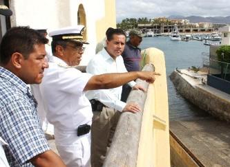 El Comandante Felipe Solana y el Doctor Ernesto Ibarra, buscan esquemas que permitan bajar la inseguridad en la marina de Cabo san Lucas.