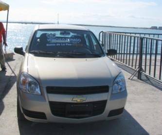 Este es el vehículo Chevy, que la alcaldesa con licencia, Rosa Delia Cota, entregó a nombre del Ayuntamiento, en abierta violación a la Ley Electoral y fomento de su imagen por la candidatura a la gubernatura, denuncio el regidor Alejandro Carballo.