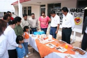"""Con el lema """"UNIDOS CONTRA EL HAMBRE"""", y con la participación de albergues rurales y desayunadores instalados en el municipio de Comondú, se llevó con éxito la exposición y degustación de platillos nutricionales, en conmemoración del """"Día Mundial de la Alimentación"""""""