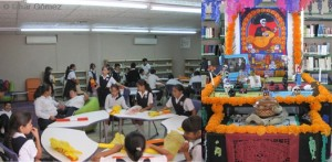 La Biblioteca central cuenta ya con su altar, que en esta ocasión dedicado al profesor Jesús Castro Agúndez.