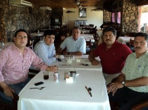 El presidente estatal del PRI Ricardo Barroso se reunió en Loreto con Lorenzo Ochoa Silva y Cipriano Péez Baeza, presidente y secretario general del CDM. Le acompañan Noé López Ramírez, secretario de Acción Elecoral, y Rufino González Crespo. secretario de la Presidencia del CDE.