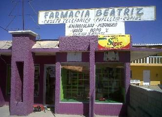 Robo por mas de 70 mil pesos en joyería y tarjetas celulares sufrió la farmacia Beatriz.( FJ. Castillo C. )