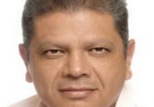 Héctor Ibarra Espinoza aspirante a la presidencia municipal de La Paz, hace público que renuncia al proceso interno del PRD en la designación del candidato a la alcaldía.
