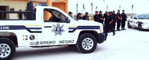 La corporación policiaca municipal se mantuvo el fin de semana, viernes, sábado y domingo parando los carros sin revista o placas de circulación y conductores sin licencia,  obsequiándoles sus boletas de infracción.
