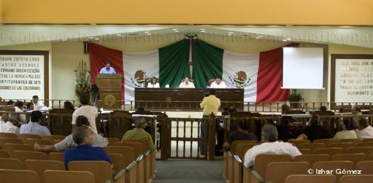Al finalizar el protocolo de reanudación de la sesión procedieron a dar clausura al segundo periodo ordinario de sesiones correspondientes al tercer año del ejercicio constitucional de esta legislatura que habrá de reanudar sus actividades en el mes de enero.