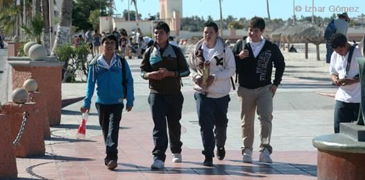 Mientras permanece este puente laboral, que durará hasta el miércoles 2 de mayo, según estadísticas de la Secretaría de Educación Pública (SEP) estatal, más de 70 mil estudiantes en La Paz tendrán días extra de ocio, así como aproximadamente 130 mil más en todo el estado.