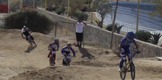 Juveniles ciclistas de La Paz y Los Cabos terminaron dividiendo honores y medallas de oro en la prueba BMX del ciclismo de la Olimpiada Estatal.