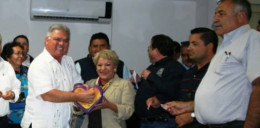 Tras una reunión que sostuvo el día de ayer con el cabildo encabezado por el primer regidor y alcalde interino, Jesús González Estrada se tomaron decisiones para que los malos entendidos no sobrepasen la ley o el fuero otorgado a los alcaldes.