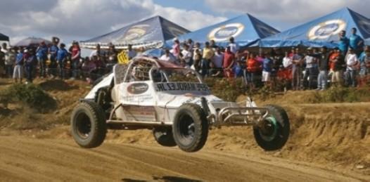 Pilotos locales y nacionales en comunión con el off road en el cierre de campeonato estatal y nacional este fin de semana en Los Cabos.