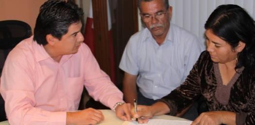 El procurador de Justicia Karim Martínez Lizárraga informó que desde el pasado viernes el Gobierno del Estado cumplió el compromiso de homologar el bono que 389 servidores públicos de la PGJE recibieron en el segundo semestre del 2010 a lo recibido en el mismo periodo del 2009.