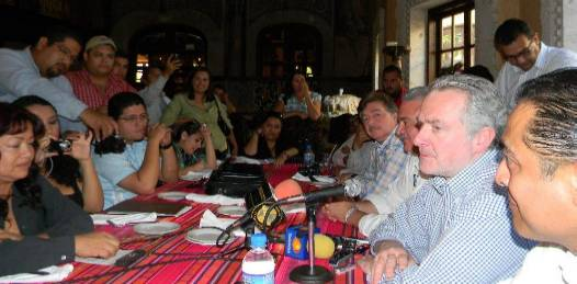 """El PAN, vaticinó Santiago Creel """"es un partido que va a ganar las elecciones en este Estado, como también va a ganar las elecciones en el Estado de México, preparándonos para el 2012, que es la siguiente victoria de Acción Nacional""""."""