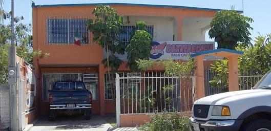 Las puertas del partido se han abierto de manera irregular, esta semana han estado cerradas en medias jornadas y Álvaro Fox ha viajado a la Ciudad de México.