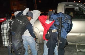 La agresión ocurrió a las 05:10 de la madrugada y de acuerdo a versión de testigos, un individuo interceptó a otro en la calle Mauricio Castro  y lo agredió con un arma blanca, un tercer civil hizo acto de presencia supuestamente para evitar que continuara el pleito.