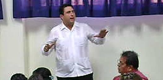 """Una sociedad que pudo percibir, la posibilidad de un proyecto diferente, """"como jóvenes estamos obligados a creer que sí se puede"""" aseguró Barroso."""