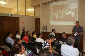 La doctora Carmen Edilma Peña, coordinadora de la red de servicios de salud en Cabo San Lucas, explicó que  los temas tratados en la reunión, son de vital importancia,  tal es el caso del dengue que fue un problema serio, pero que afortunadamente, no ha incrementado el número de casos, asimismo, agregó que ya iniciaron con la campaña antirrábica, cubriendo hasta el momento el 50 por ciento de la meta final,  que son 13 mil 800 animalitos.