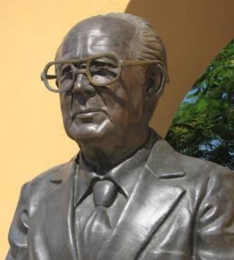 La destacada obra escrita y la importante trayectoria de Jesús Castro Agúndez lo ha hecho merecer el reconocimiento de miles de sudcalifornianos, además de quedar inmortalizado al nombrara la más importante unidad cultural de la ciudad capital con su nombre.
