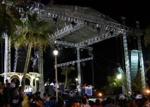 """El ISJ ha presentado anualmente grupos de fama nacional en este evento y, para no quedarse atrás, este año lo tocó el turno a Playa Limbo, grupo de pop mexicano surgido en 2003 e intérpretes del conocido éxito """"El eco de tu voz""""."""