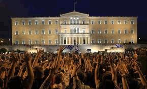 Manifestantes frente al parlamento griego