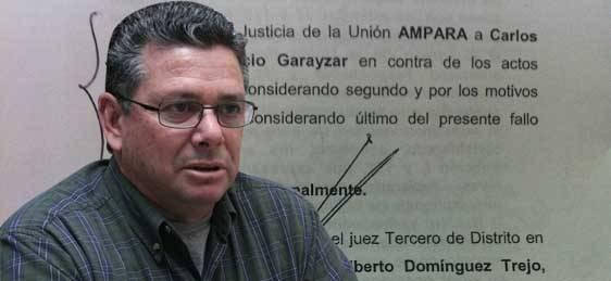 La sentencia, presentada con copia a los medios de comunicación concede a Carlos Villavicencio el amparo de la justicia federal señalando que quedan sin efecto y no le sean aplicados los artículos transitorios del decreto 1903.