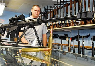 En Estados Unidos, según la ATF, cada año se venden 4.5 millones de armas más. De acuerdo con algunos cálculos, aproximadamente una cuarta parte de los adultos de este país son dueños de por lo menos un arma de fuego. En total, se calcula que hoy existen 283 millones de armas de fuego en manos de civiles en este país.