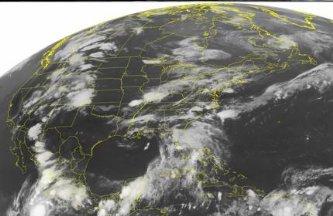 Actualmente el ciclón se encuentra a 470 kilómetros al suroeste de Manzanillo, y mantiene vientos sostenidos de 110 kilómetros por hora y rachas de 130 kilómetros por hora.
