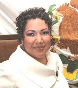 La diputada Elda Oropeza Villalejo entregó una carta en mano al Presidente de la República, Felipe Calderón Hinojosa, mediante la que le solicita su apoyo urgente para el Municipio de Loreto.