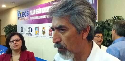 """El director del consejo científico Enrique Villa Rivera planteó ante autoridades sudcalifornianas que mientras se cuenta con una capacidad instalada en la región, """"debemos ponerla a trabajar en resolver los problemas regionales"""" dijo."""