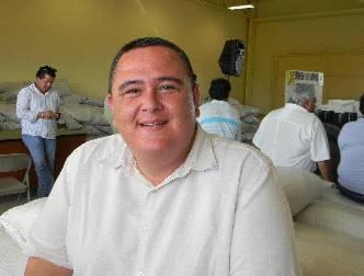 El diputado Carlos Castro estuvo en la entrega de apoyos a ganaderos.