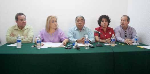 """Los reacomodos que se darán en la estructura partidaria llevan """"el propósito de poder estar debidamente preparados, con la casa limpia, ordenada para el proceso federal del 2012"""" señaló el dirigente del PRI, Agapito Duarte."""