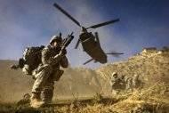 """""""Treinta militares de la ISAF, un intérprete y siete comandos afganos murieron cuando un helicóptero militar de transporte CH-47 Chinook se estrelló en Afganistán"""" el sábado en las primeras horas, según el comunicado de la ISAF."""