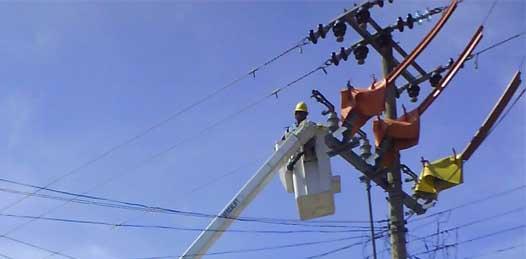 Mientras la Comisión Federal se cubre del fuego amigo, el mal servicio producto de la deficiente infraestructura eléctrica sigue azotando a los muleginos.